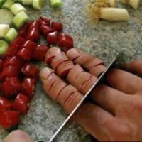 Homem corta o dedo... e comeu!