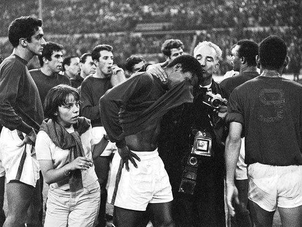 Eusébio cai no choro: o Pantera merecia o título naquele ano - 1966